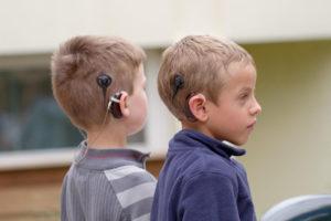 Enfant avec implant cochléaire