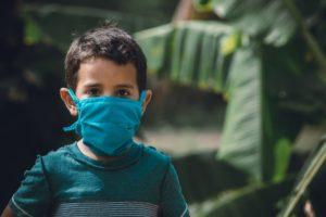 Enfant masqué - cornavirus